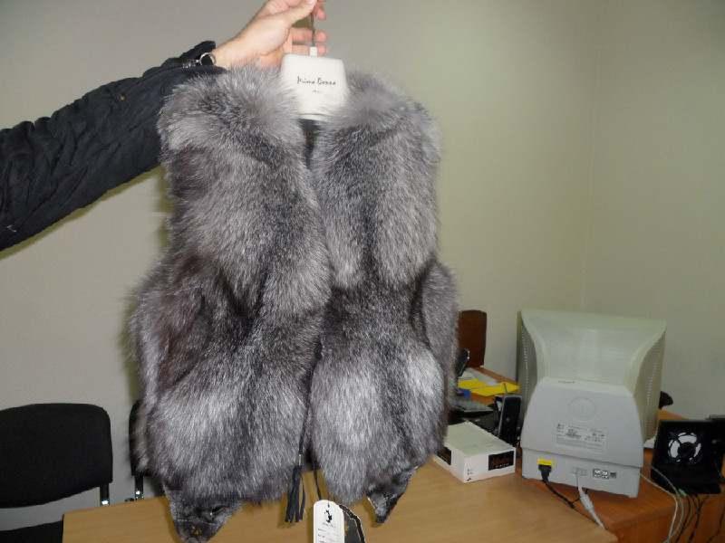 Продам меховые жилетки из чернобурки любого размера. Частное лицо. Жилет